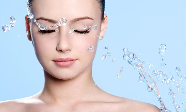 Водата-основно средство за хидратиране на кожата на лицето
