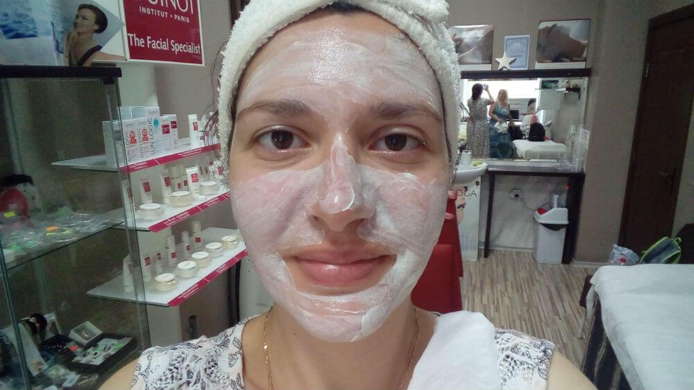 почистване на лице при акне