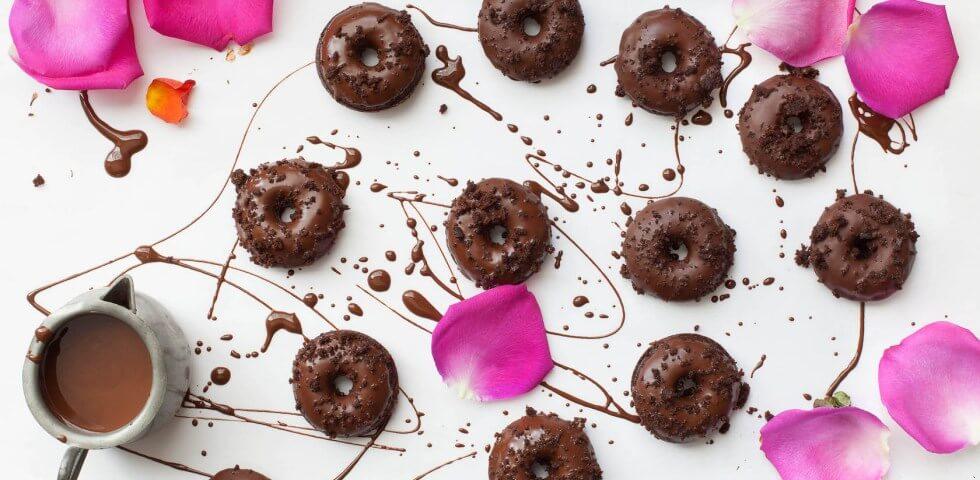 Черният шоколад, богат на антиоксиданти е полезен за кожата и насторението!