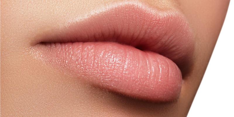 Уголемяване на устни с безиглен хиалурон за устни